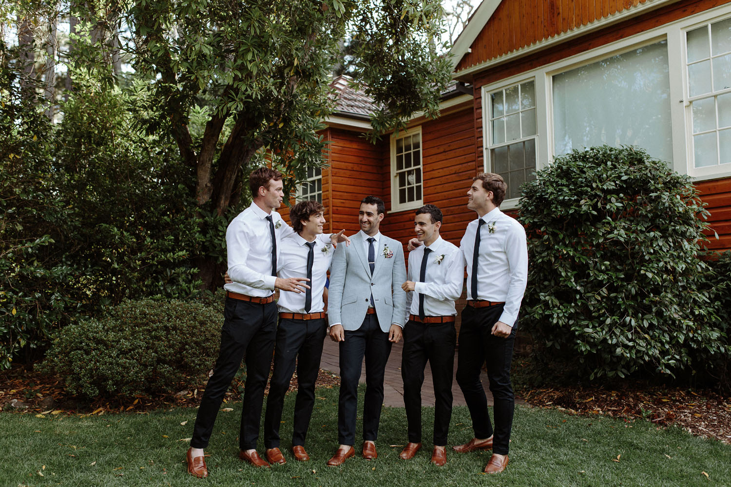 blue mountains wedding groomsmen laughing