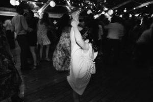 kid at wedding doing splits